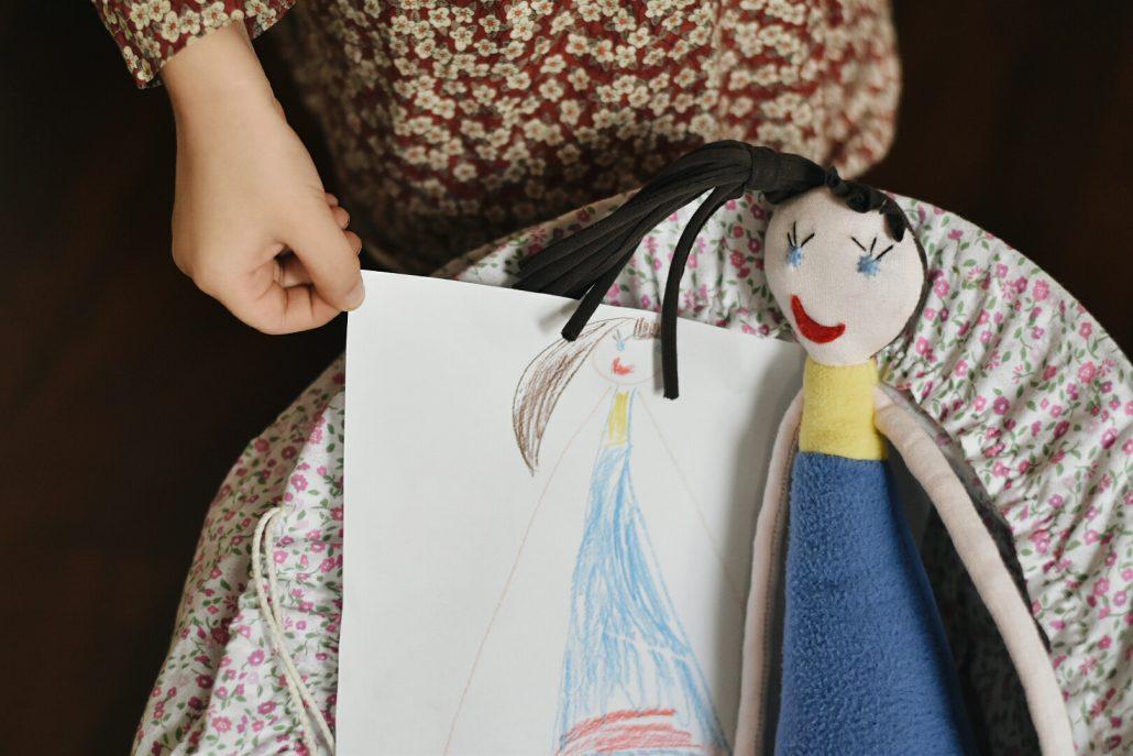 disegni dei bambini si trasformano in pupazzi