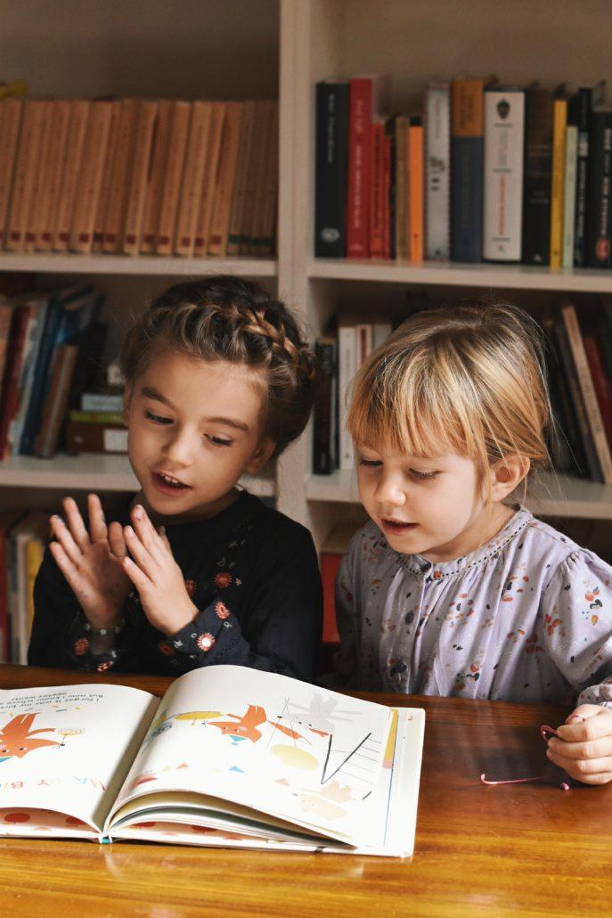 libri in inglese bambine che leggono