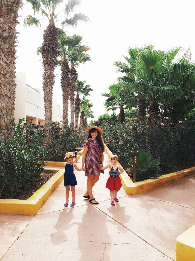 famiglia nel resort crioula per vacanze con bambini a capo verde