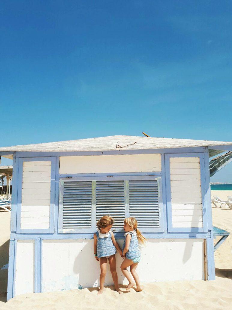bambine in vacanza nell isola di sal a capo verde