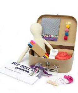 idea regalo di natale per bambina kit bambola fai da te
