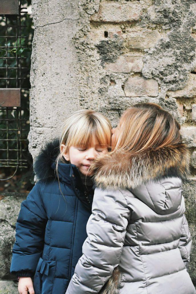bambine indossano piumino oca bambini blu e grigio