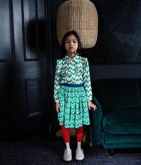 bambina con abiti a stampa geometrica in saldo
