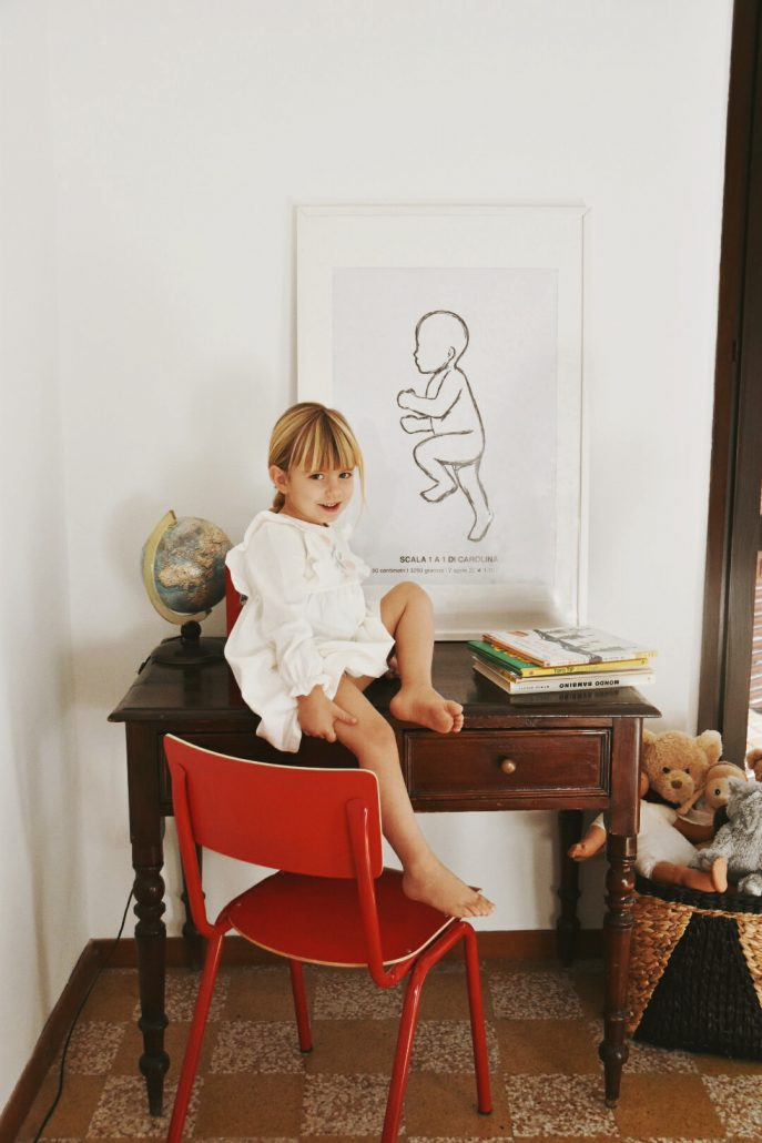 bambina grande davanti a idee regalo nascita