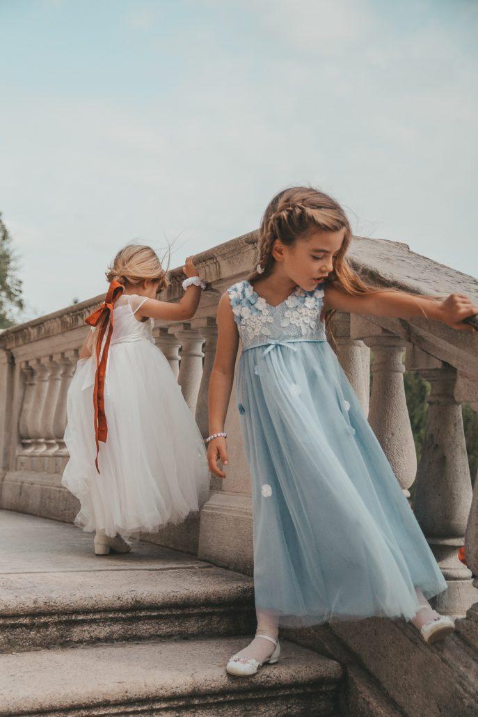 bambine-indossano-abiti-cerimonia-monsoon