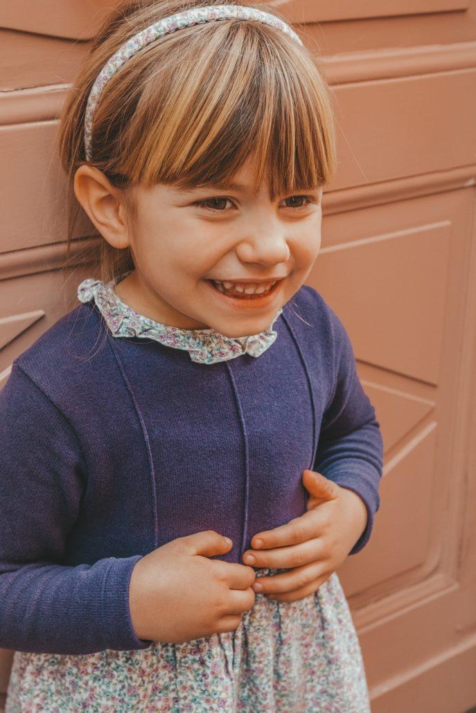 bambina indossa abito crochette milano in tessuto liberty made in Italy