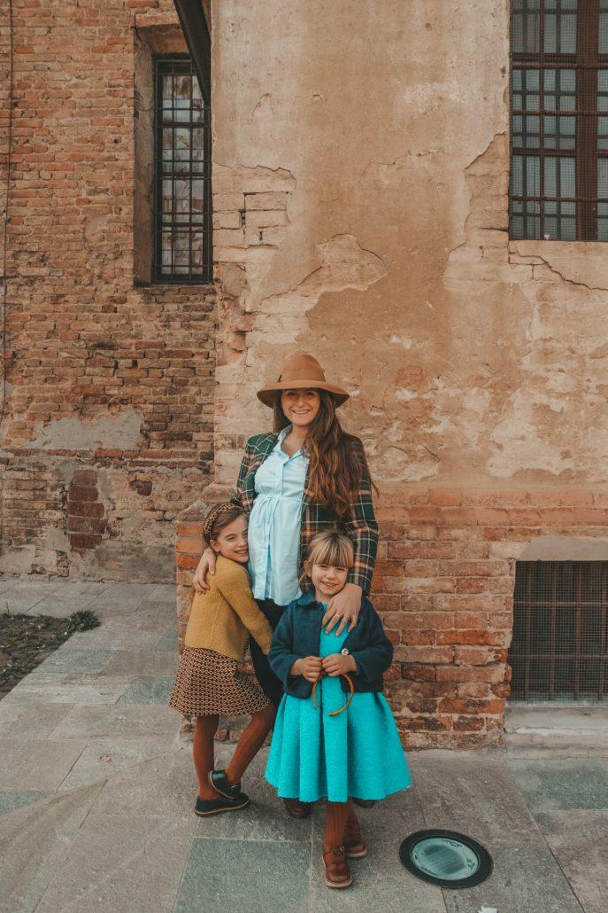 bambine indossano abbigliamento per bambini ourgang