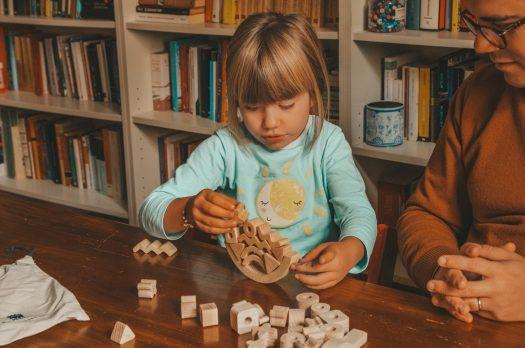 Giochi da fare in casa da soli o con mamma e papà